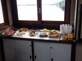 Breakfast buffet on the otter 400x300pp