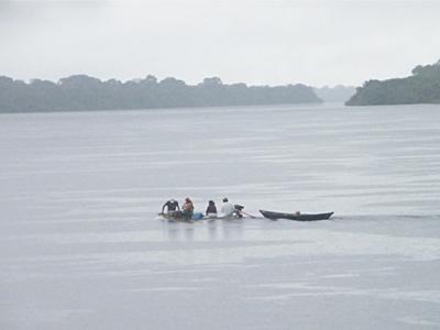 Rainy river boat travel 400x300pp